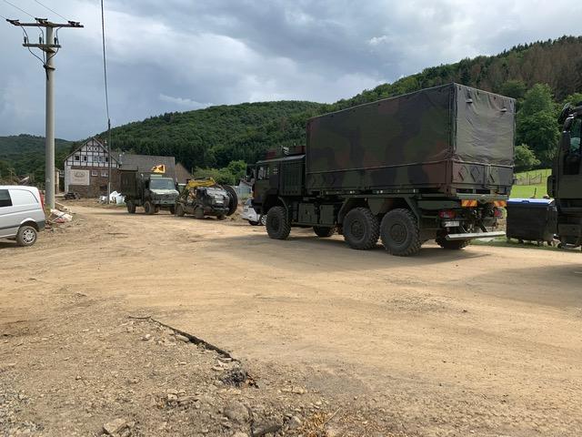 Militärfahrzeug in Kirchsahrr